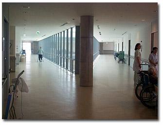 エンドレスに歩行できる回廊になっています。